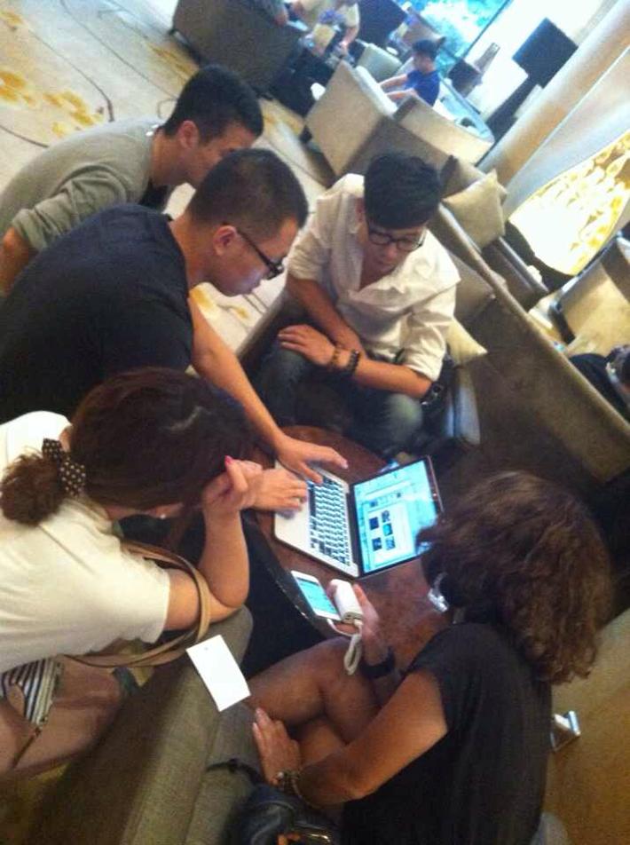 和IE团队、技术团队Visionsoar在成都月熊基地的讨论。
